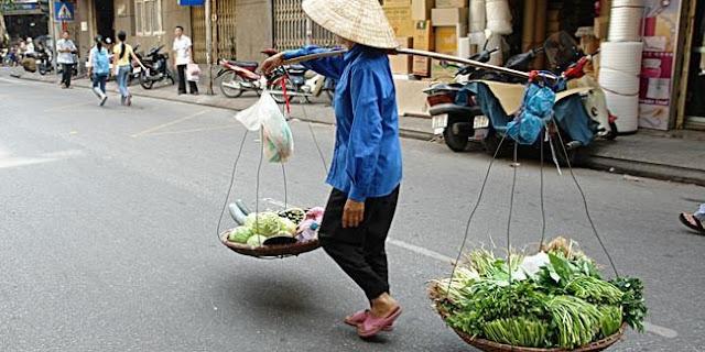 Kisah Mengharukan Nenek Penjual Tempe [ www.BlogApaAja.com ]