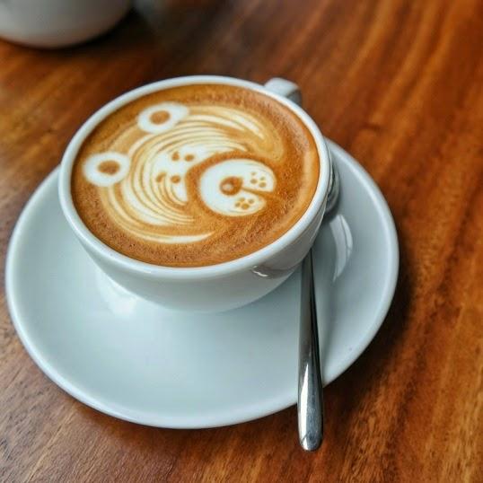 cerita makan, coffeeshop, roaster and bear, hotel harper, jogja, yogyakarta, kuliner jogja, interior, cafe, cappucno, coffee