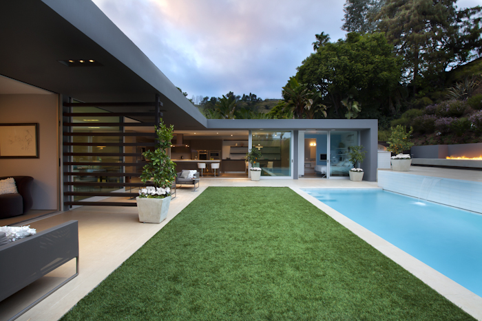 Backyard of Beautiful Modern Home by Shubin + Donaldson Architects