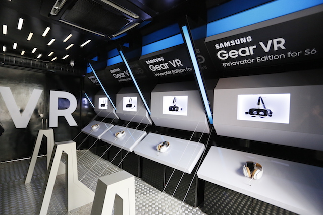 Four stations are available inside to experience the Samsung Gear VR Innovator Edition for S6