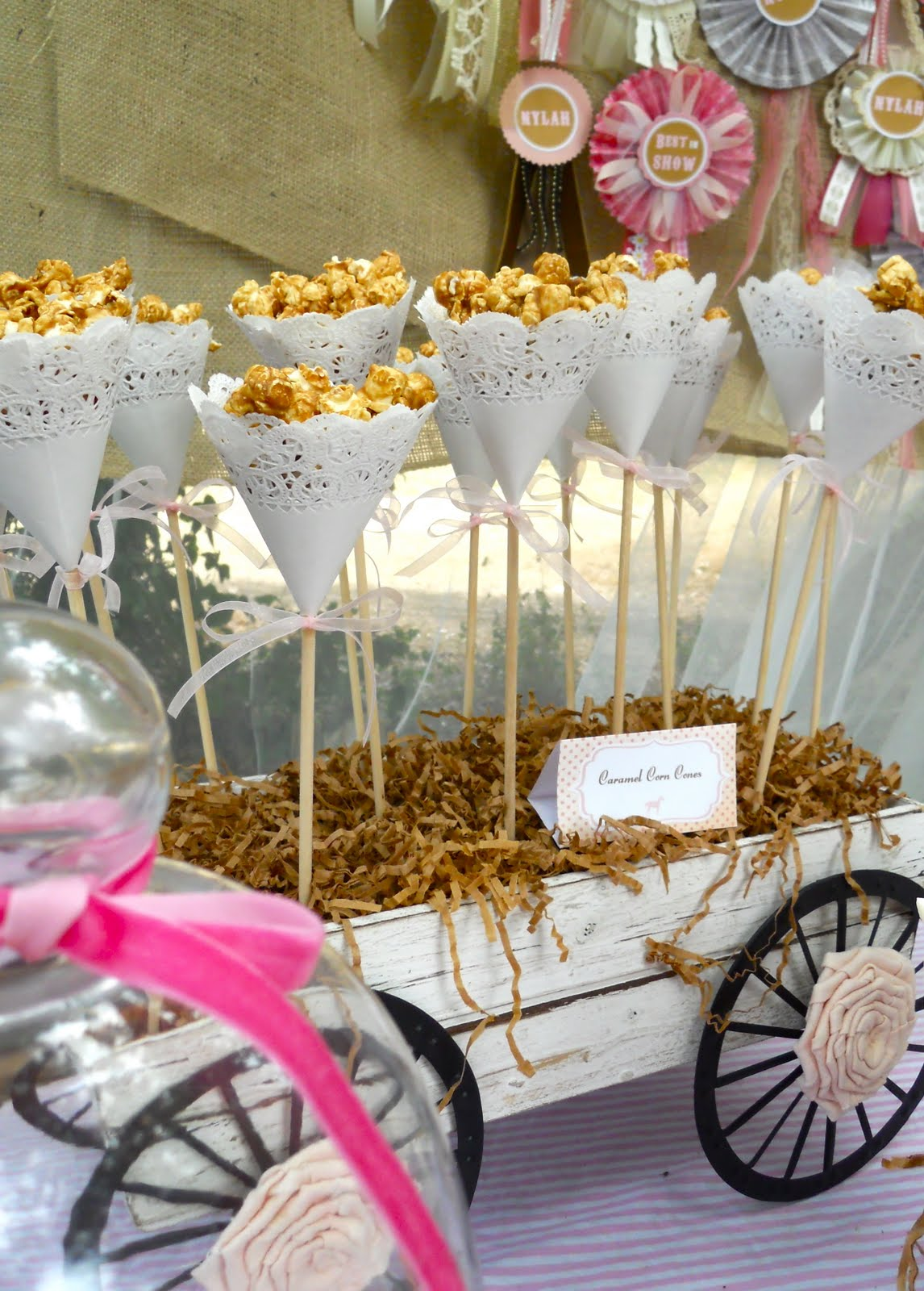 Decoracion Vintage Ideas ~ Shabby wagon holds doily cones of caramel corn