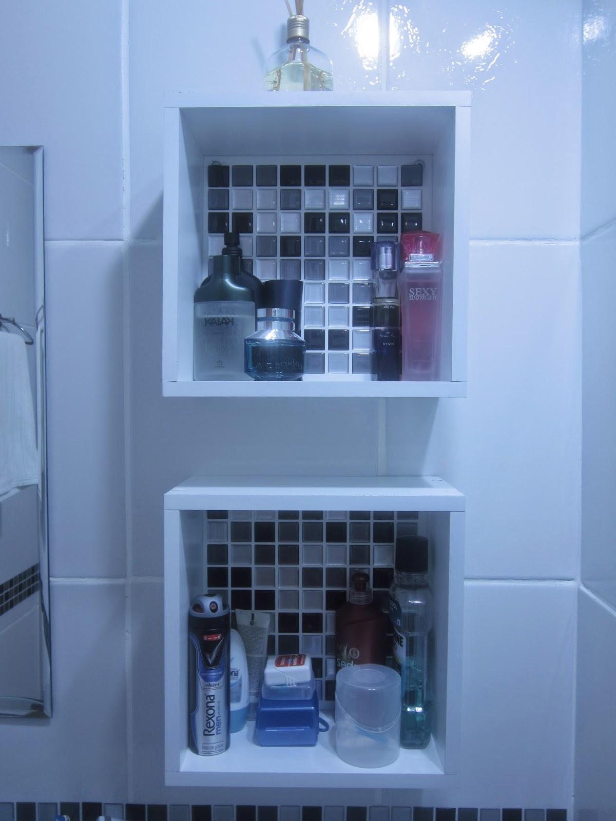 Cafofo Sonhado: Decorando banheiros pequenos: 2 banheiros 2m² cada  #2656A5 1200x1600 Balança De Banheiro Lojas Americanas
