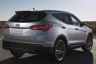 2013 Hyundai Santa Fe Rear Angle