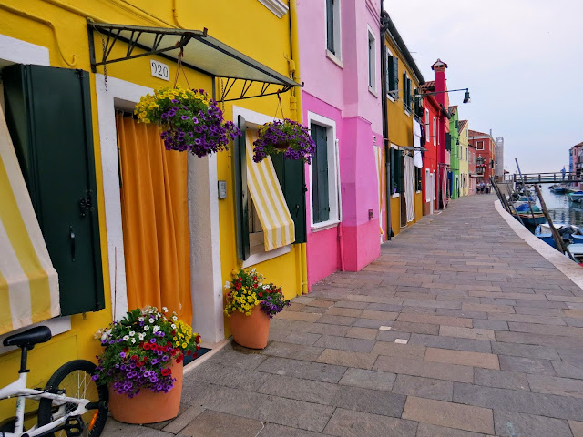burano island colourful house