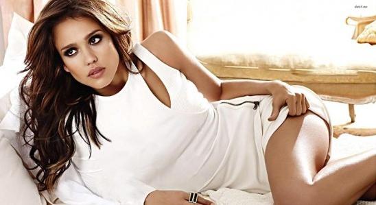 गर्म खुबसूरत और सेक्सी मॉडल और हॉलीवुड अभिनेत्री जेसिका एल्बा