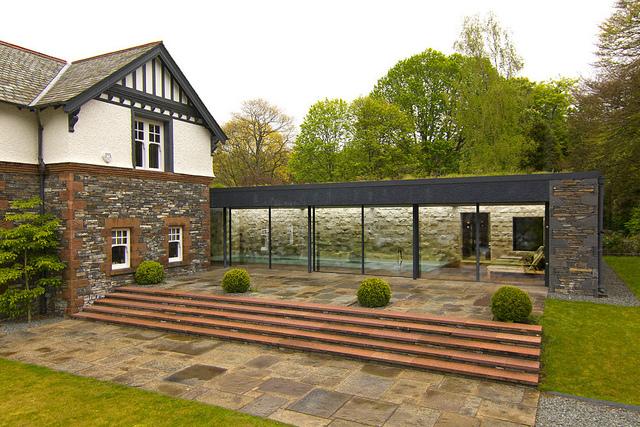 Uitbreiding Aan Huis : Moderne uitbreiding met zwembad bij een huis uit world