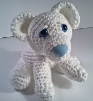 2000 Free Amigurumi Patterns: Ava the Baby Polar Bear Cup