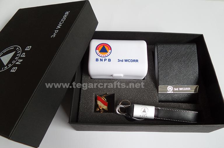 Jual Dan Terima Pesanan Paket Bingkisan Hadiah Gift Set Custom Souvenir Eksklusif Untuk Perusahaan Instansi Pemerintahan Perseroan Bumn Kementerian Maupun