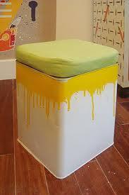 Uma simples lata de tinta decorando sua sala