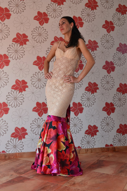 Rochie din dantela si matase 450 lei