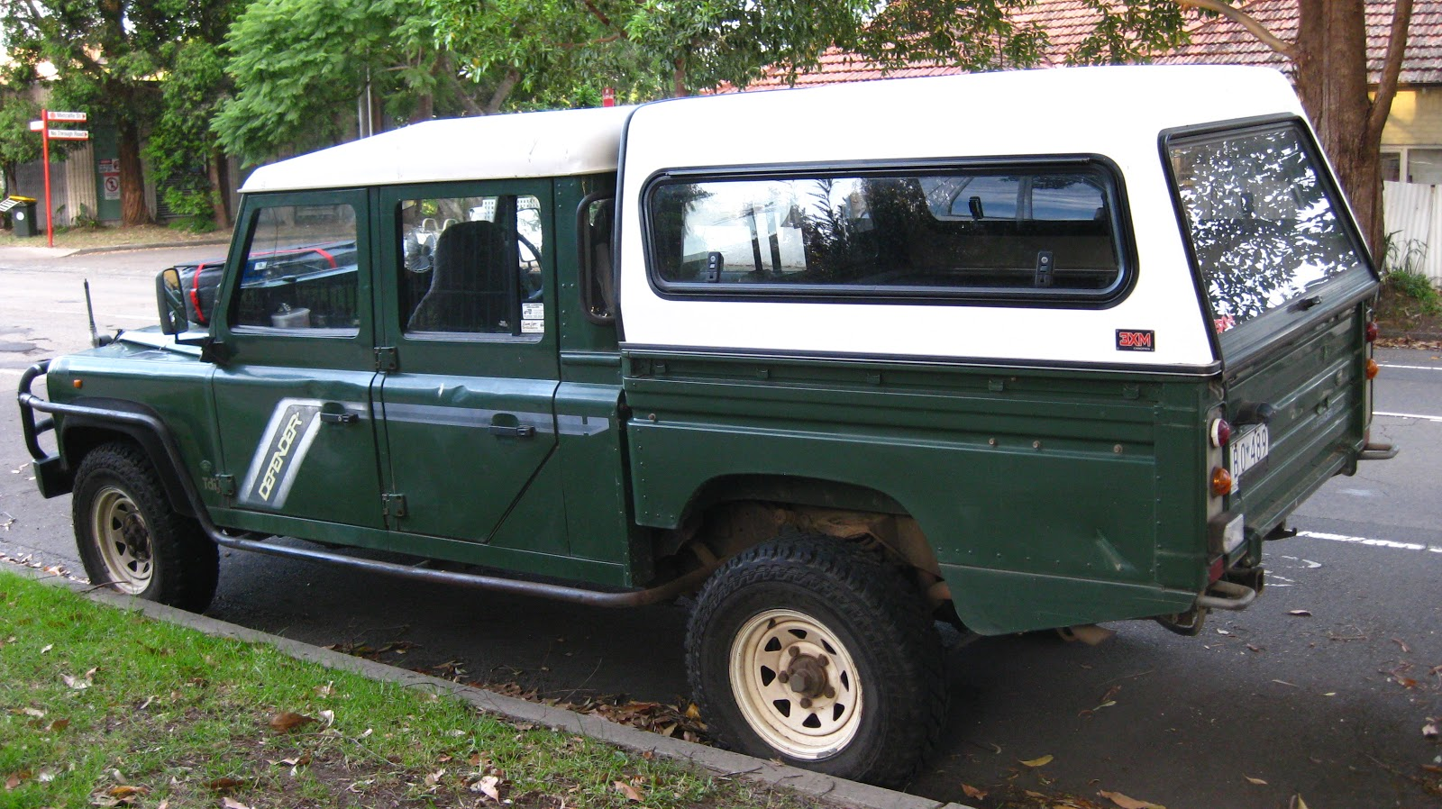Aussie Old Parked Cars 1994 Land Rover Defender Tdi Lwb