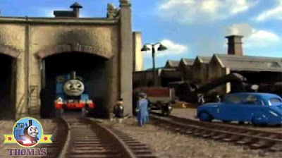 The Fat Controller blue small car red James and Thomas the train big wooden railroad roundhouse shed