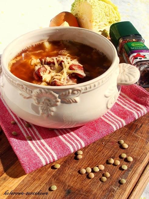 Pikantna zupa z kapusty i soczewicy ( z kiełbasą )