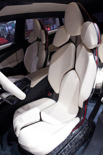 Lamborghini Urus SUV Concept seats