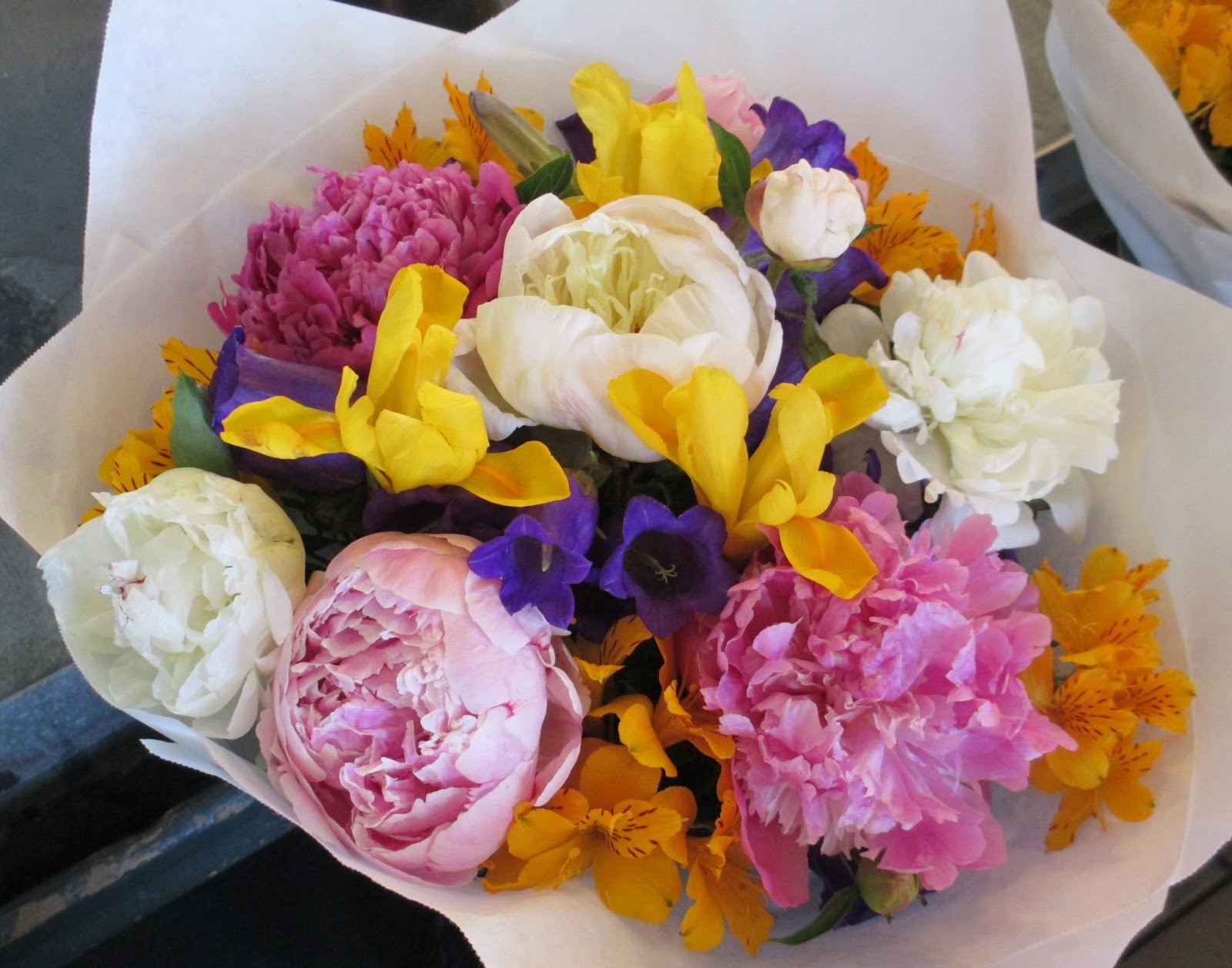 Yuccabloom a memoir of meaningful meanderings the flower bouquets along with fresh produce and seafood pike market is known for its amazing bouquets of flowers this post is dedicated to these stunning specimens of izmirmasajfo