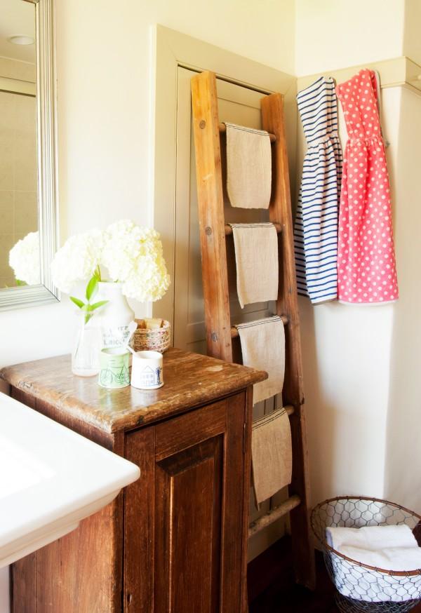 3.bp.blogspot.com/-6zta2uI9bmg/UV0-6ZHi20I/AAAAAAAABRc/cYZLMxrWAYg/s1600/ladder-towel-rack-Design-Marchand.jpg