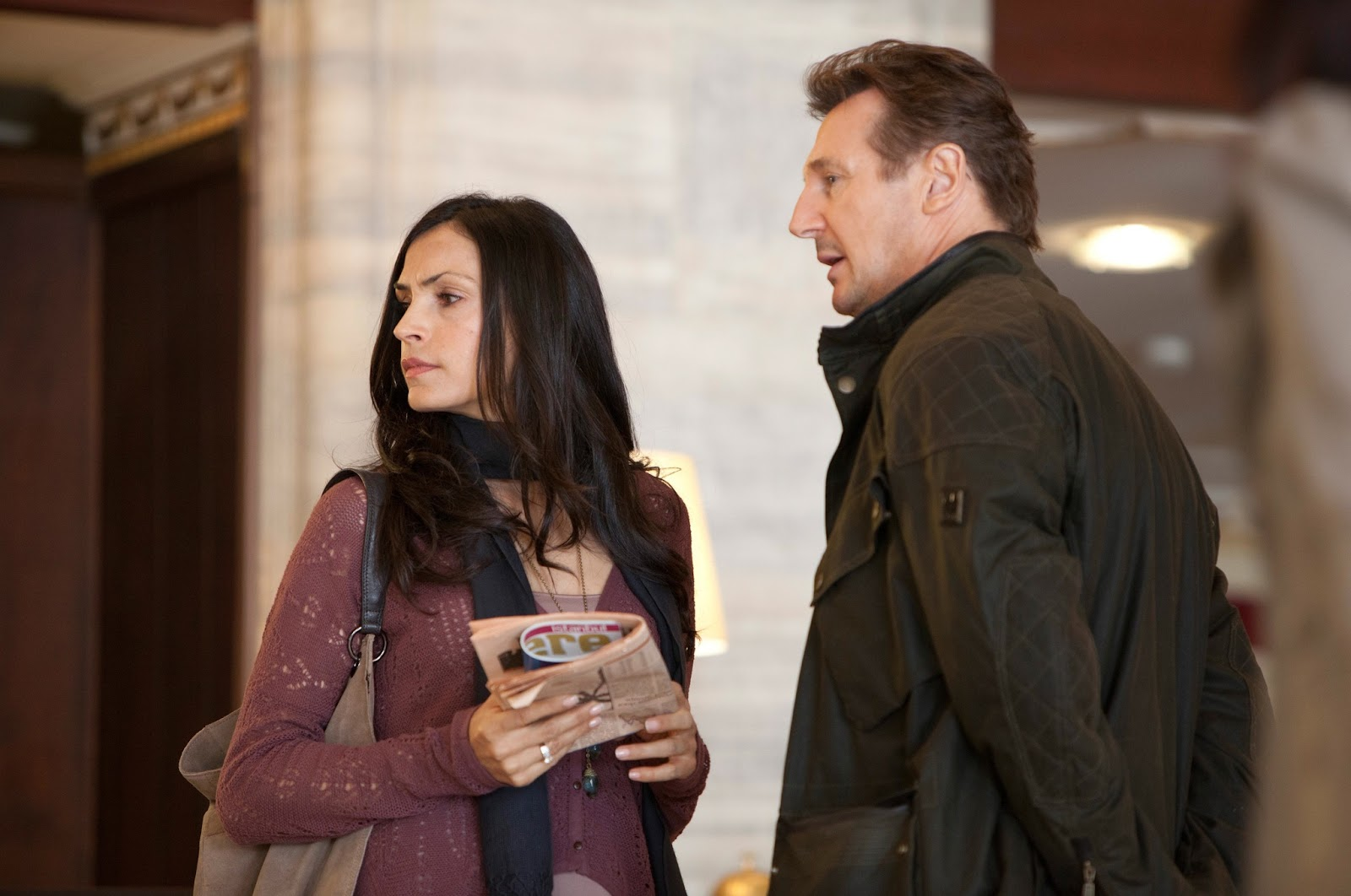 http://3.bp.blogspot.com/-6zu2otbHozU/UHIlUg6EicI/AAAAAAABBts/7qy8B2GDyQE/s1600/Taken_2-Liam_Neeson-Maggie_Grace-Famke_Janssen-001.jpg