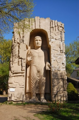 Posąg Buddy w skali 1:9