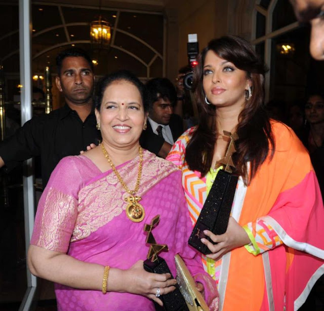 Aishwarya Rai Spotted with her mother Vrinda Rai - Aishwarya Rai Post Pregnancy Pics
