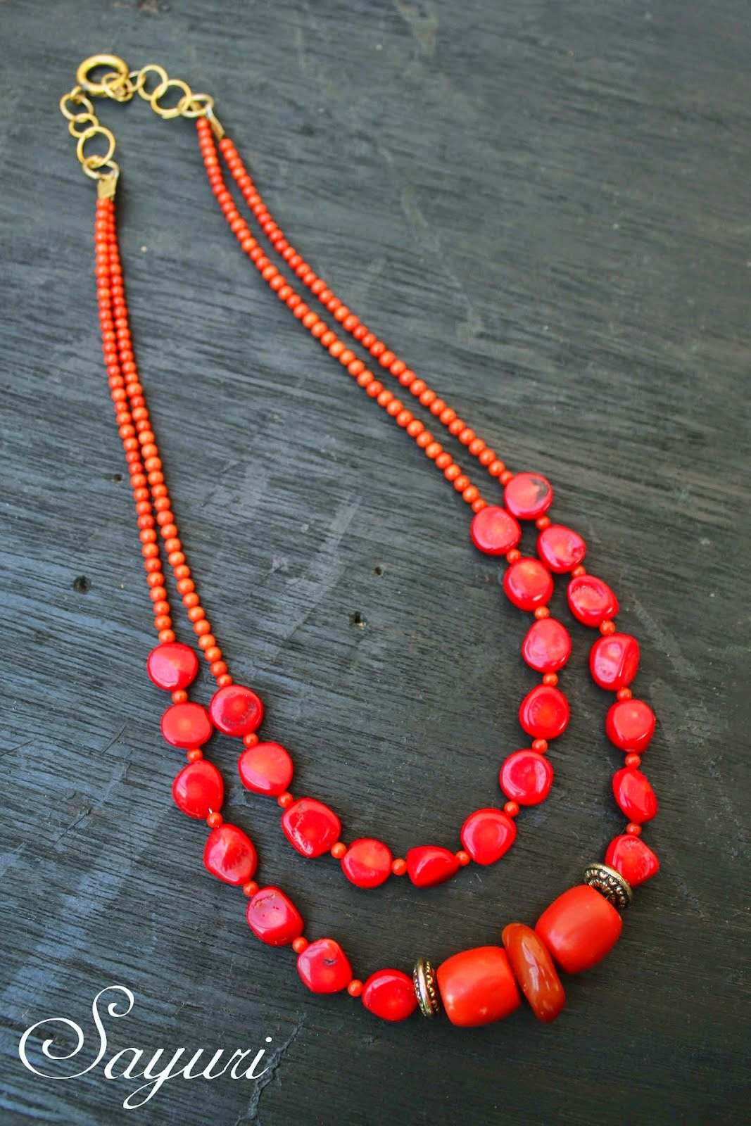 http://www.jewelsofsayuri.com/2014/12/diy-christmas-coral-necklace.html