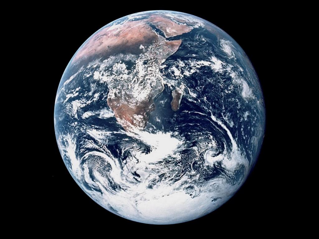 http://3.bp.blogspot.com/-7-Duu18XTkk/TbGjC0rwanI/AAAAAAAABjA/pFHjKglKvMo/s1600/space-wallpapers-nasa--earth-from-apollo.jpg