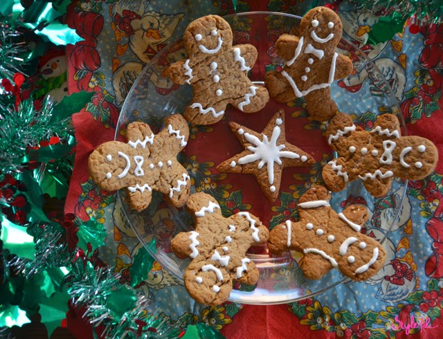 gingerbread men, gingerbread, traditional, decoration, sweets, festive, Christmas, dessert, sweet