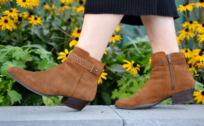 suede ankle boots Le Chateau