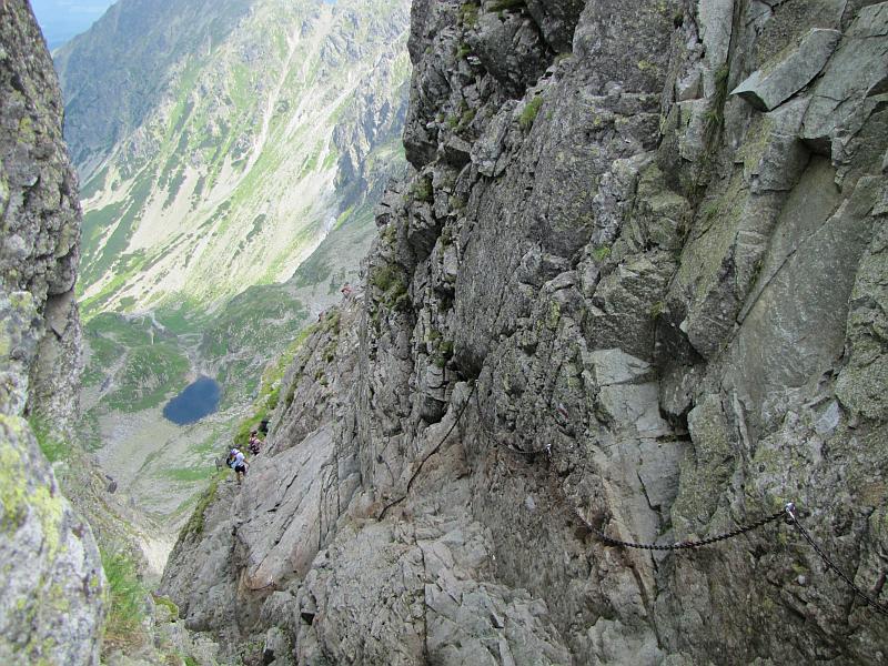 Żleb Honoratka, zwany Żydowskim Żlebem oraz północna ściana Zmarzłych Czub widoczne z Zmarzłej Przełączki Wyżniej.