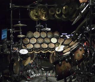 Terry Bozzio dengan Set Drum Terbesar di Dunia