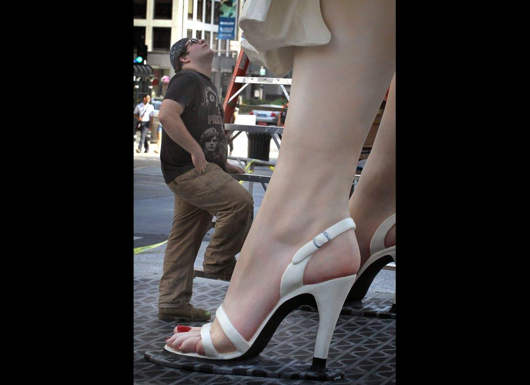 http://3.bp.blogspot.com/-7-eP7E_ttBs/TsDM2C0ZBiI/AAAAAAAAIBE/nM5FE3k5SyA/s1600/Marilyn+Monroe+Statue+%252820%2529.jpg
