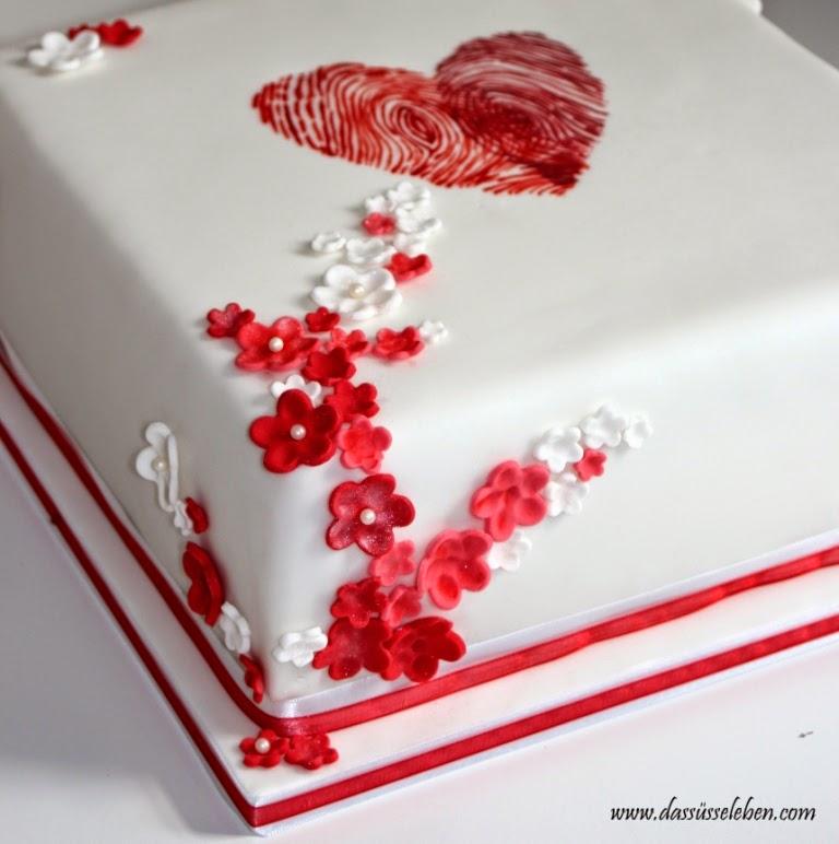 Rezept Hochzeitstorte mit einem Herz aus Fingerabdrücken  Das süße ...