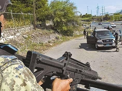 ENCUENTRAN CUATRO CUERPOS EN DOS NARCOFOSAS EN LA BARCA