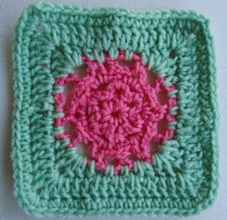 http://translate.googleusercontent.com/translate_c?depth=1&hl=es&rurl=translate.google.es&sl=en&tl=es&u=http://crochetincommon.blogspot.com.es/2012/06/common-flower-pattern-designed-by.html&usg=ALkJrhhAYh06WiK60v2f1nY1s2VqObQgxQ