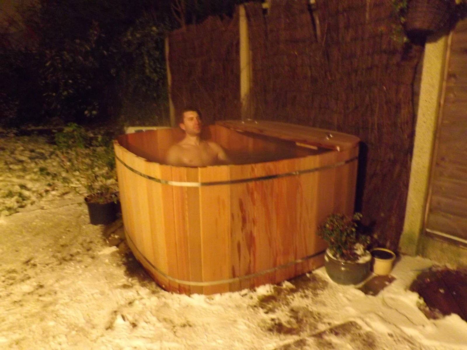 Wooden Hot Tub Cedar Wood Hot Tubs In The Snow