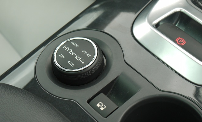 Peugeot 3008 Hybrid4 mode selector