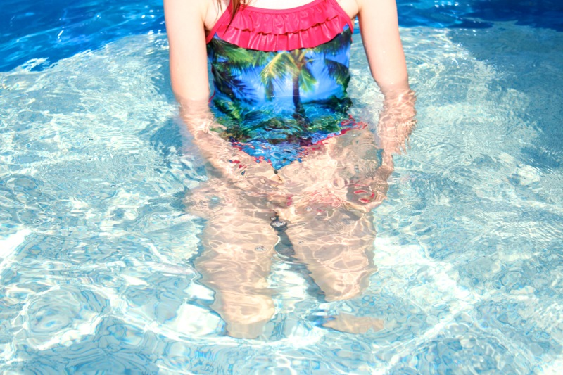 Röyhelöinen uimapuku
