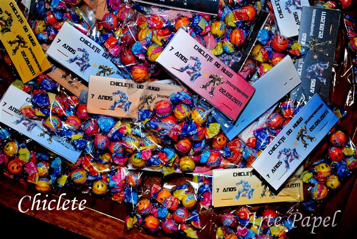 Tema da festa e tags bonecos transformers e nome dos convidados