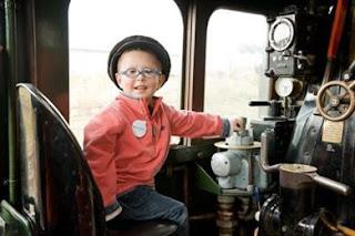 معجزة طبية.. طفل بريطاني في الرابعة ينجو من 100 ورم في عينيه