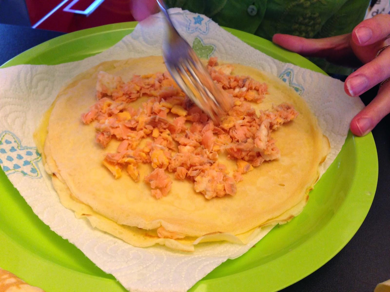 bimby, crepes con trota affumicata agli agrumi e formaggio e crepes con prosciutto cotto e formaggio