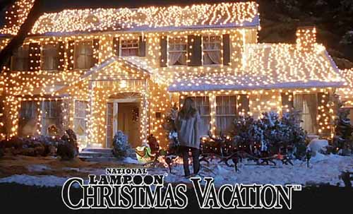 Griswold house lit up Christmas Vacation 1989 movieloversreviews.blogspot.com