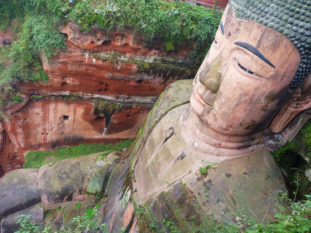 Pix Grove: World's Tallest Statue of Buddha in Leshan