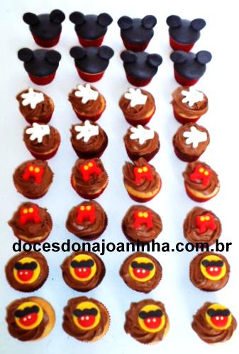Mini cupcakes decorados Mickey com short, luva, orelhinhas