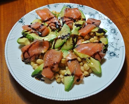 Chic souffl 3 ensaladas para el verano - Ensalada con salmon y aguacate ...