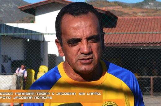 O treinador do Jacobina é Edson Ferreira
