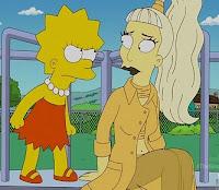 lisa simpson mira enojada a lady gaga