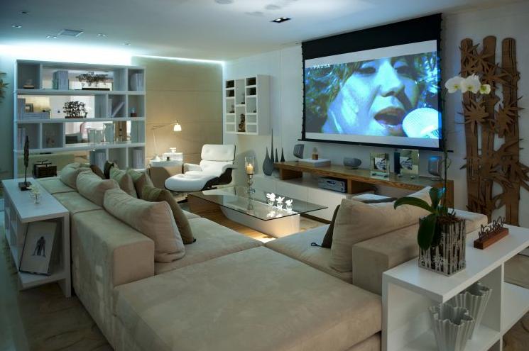Tv Giratoria Sala E Cozinha ~  pufes também podem ser usados como apoio e como assentosalternativos