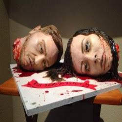 Até que a morte nos separe? Confeiteira americana simula cabeças decapitadas em bolo de casamento