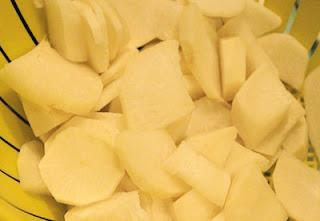Canh củ cải trắng nấu với thịt nạc xay