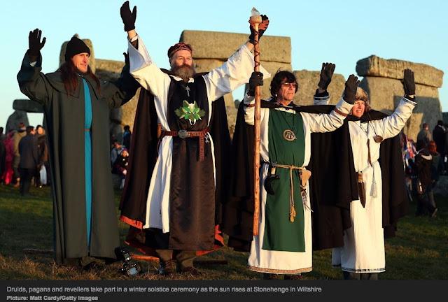[Image: druids_pagans_revellers_stonehenge.jpg]