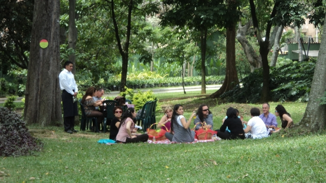 Medell n la culta ciudad esmeralda con maleta en mano for Bodas en el jardin botanico medellin